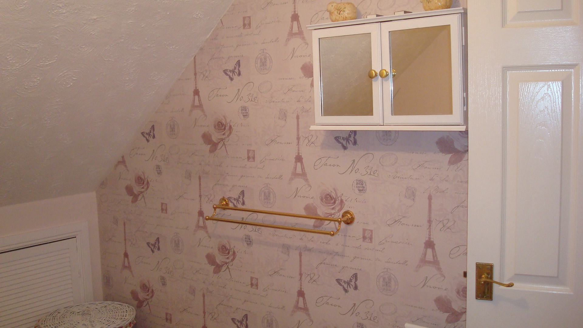 pale pink wallpaper in bathroom feature wall